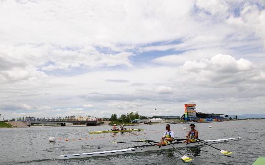 图文-外国皮划艇选手在顺义试水 训练环境如此迷人