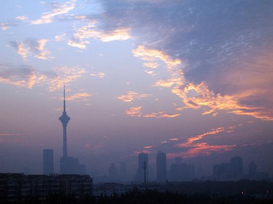 图文-圣火继续天津和谐之旅 朝霞满津城为传递添辉