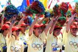 图文-北京奥运圣火继续在天津传递 群众热烈庆祝
