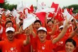 图文-奥运圣火在四川广安传递 当地观众热情很高