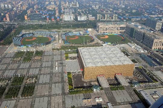 图文-航拍北京奥运场馆 棒球场篮球馆相得益彰