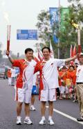 图文-北京奥运圣火在北京传递 新华社摄影部主任