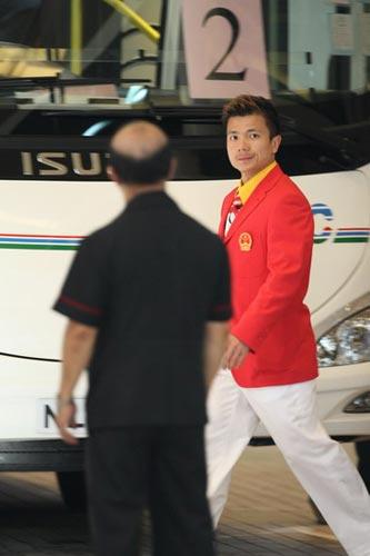 图文-中国63北京奥运冠军抵港 举重帅哥张湘翔