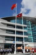 图文-金牌代表团在香港参加升旗礼 五星红旗升起