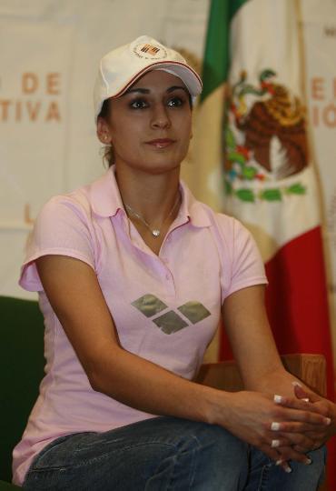图文-墨西哥跳水选手被授予杰出奖 在授奖仪式上