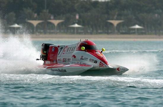 图文-F1摩托艇阿布扎比站排位赛中国天荣队战艇