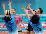 图文-女排联赛天津3-0山东李娟在比赛中进攻