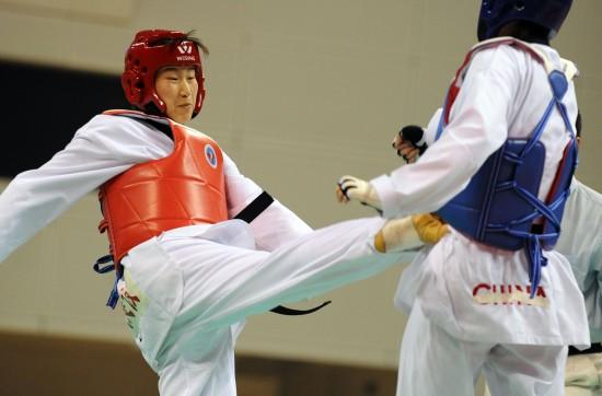 图文-全国跆拳道锦标赛赛况 王岩获女73公斤级冠军