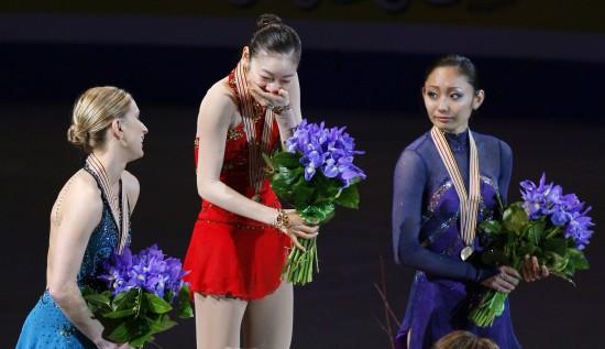 图文-花滑世锦赛金妍儿首次夺冠领奖台上喜极而泣