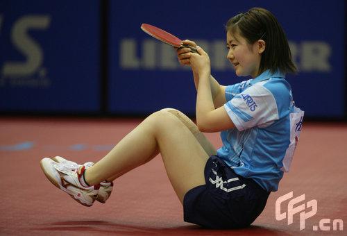 图文-世乒赛混双第三轮福原爱出局赛前热身很可爱