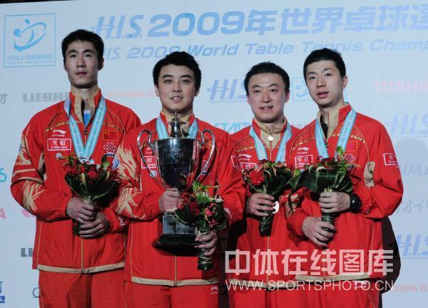 图文-世乒赛王皓夺冠颁奖礼领奖台上的四虎将