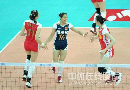 图文-女排精英赛中国胜土耳其小花庆祝得分