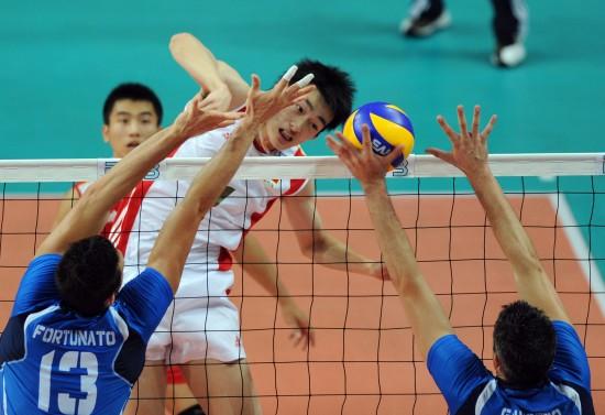 图文-[世界男排联赛]中国2-3意大利边洪敏出手