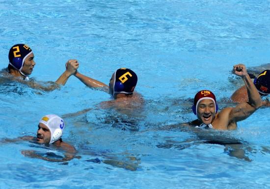 图文-[世锦赛]中国水球男队9-5巴西为胜利而欢腾
