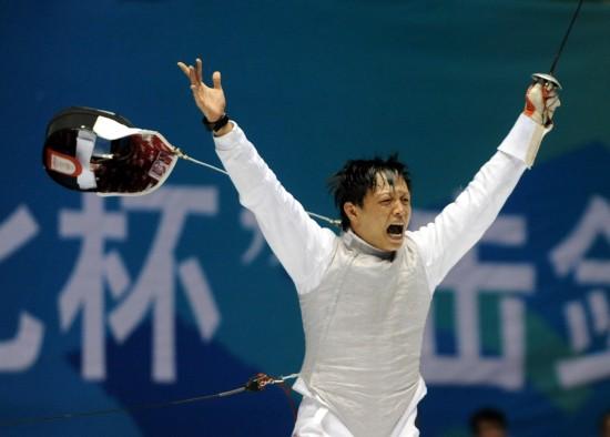 图文-全运会男子花剑张亮亮夺冠夺冠后庆祝胜利