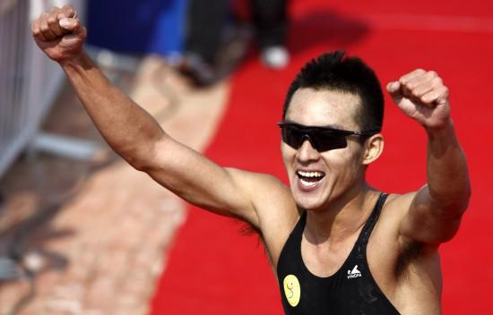 图文-全运会男子铁人三项姜智航夺冠高声欢呼