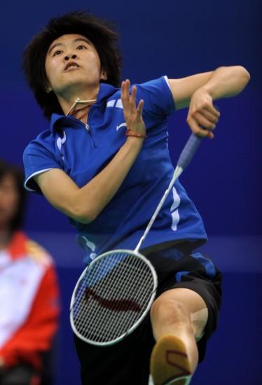 图文-全运会羽毛球女单15日赛况朱晶晶奋力回球