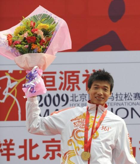 图文-男子马拉松赛况韩刚获全运冠军