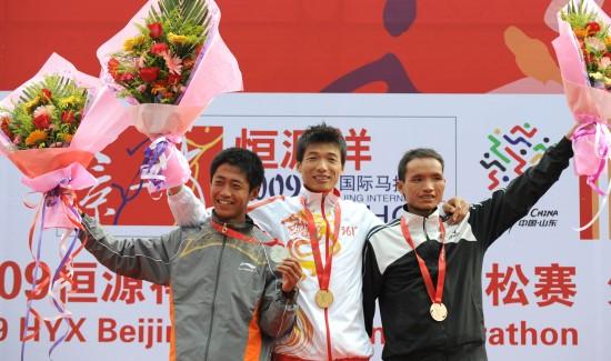 图文-全运会18日冠军一览男子马拉松韩刚夺冠
