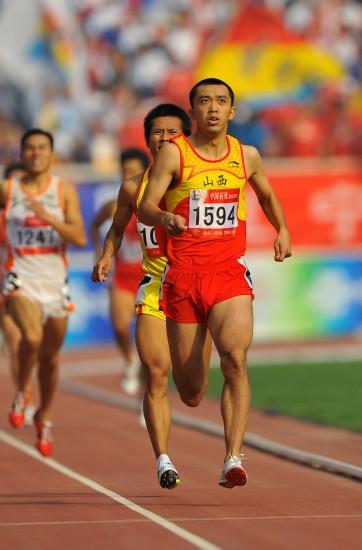 图文-全运会男子800米李翔宇夺冠一路领跑