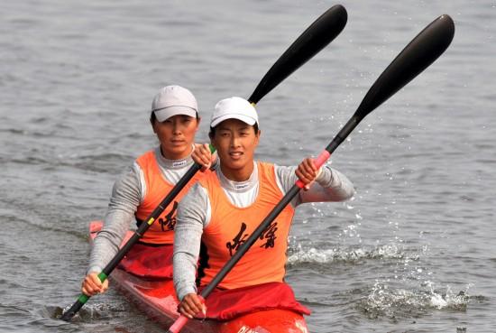 图文-女子双人皮艇500米决赛赛况辽宁双梅夺冠