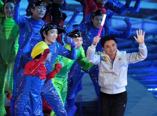 图文-第十一届全运会举行闭幕式熊倪登场