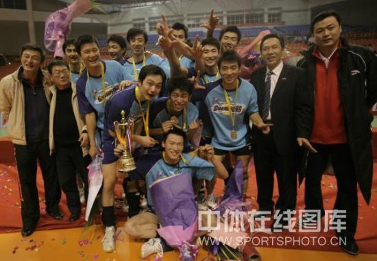 图文-男排总决赛上海队夺冠此刻他们无比幸福