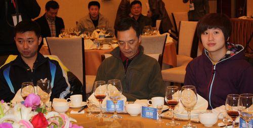 图文-乒超内蒙古银行俱乐部成立庆典嘉宾悉数出席