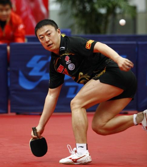 图文-马琳赢得最后一张莫斯科门票马琳俯身救球
