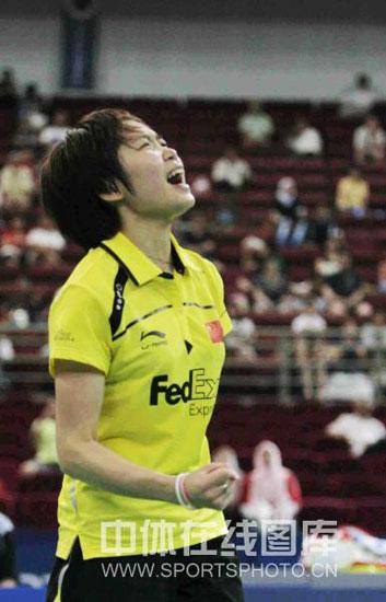 图文-尤杯决赛汪鑫2-1成池铉汪鑫振臂为自己加油