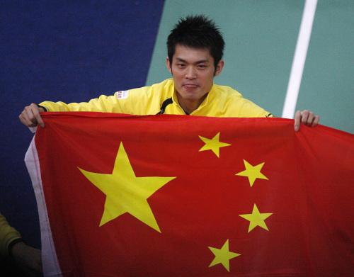 图文-中国豪取汤姆斯杯四连冠林丹携五星红旗