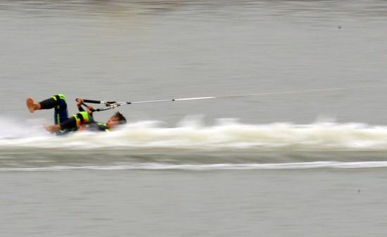 选手-体育大比赛不幸赤脚滑水排球图文落水背传女子图片