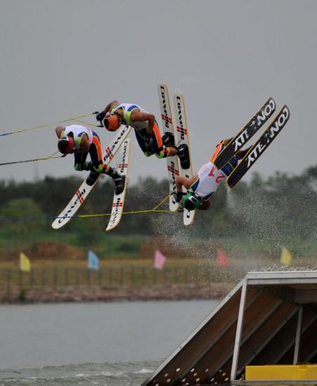四体-动作比赛翻滚滑水四川队的空中跳跃职业保龄球视频比赛图文图片