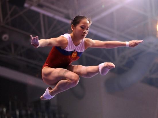 图文-全国体操冠军赛女子资格赛何宁表现稳定