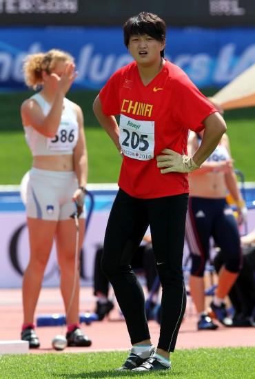 图文-田径世青赛24日战况张莉在等待自己的成绩