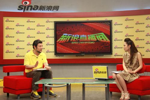 图文-总导演陈维亚做客聊亚运开幕式与主持人交流