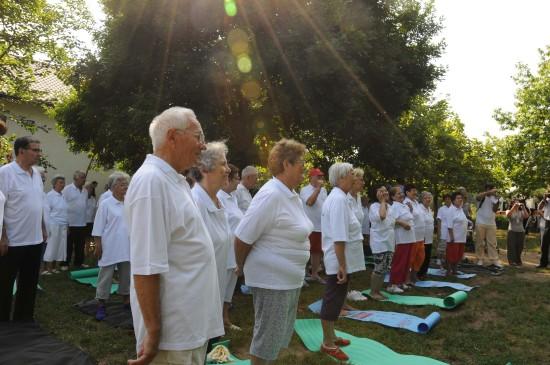 图文-罗马尼亚老人健身忙 加勒斯特市中心公园晨练图片