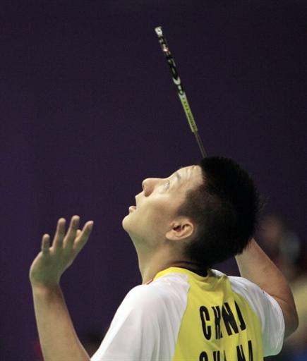 图文-羽毛球世锦赛第2日男单赛况陈金目视来球