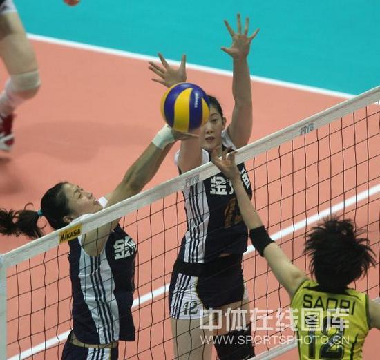 图文-女排大奖赛总决赛中国3-1日本魏秋月拦网