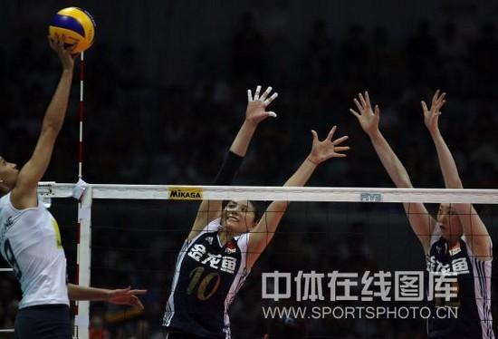 图文-大奖赛总决赛中国0-3巴西杰奎琳轻吊