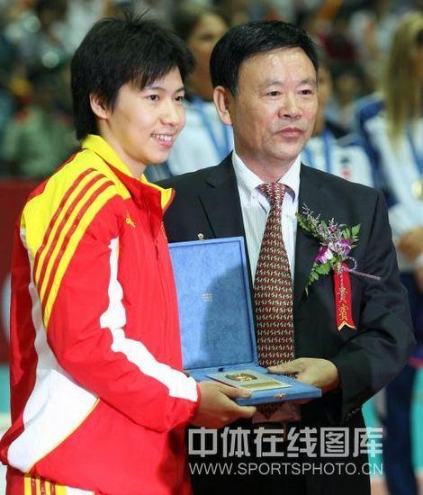 图文-世界女排大奖赛颁奖仪式张娴获最佳自由人