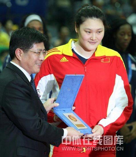 图文-世界女排大奖赛颁奖仪式王一梅获最佳发球奖