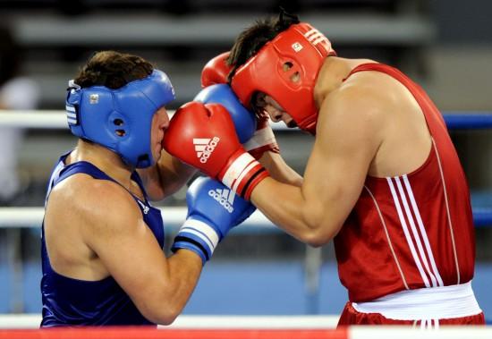 图文-[武搏会]张志磊获91公斤以上级金牌头顶着头
