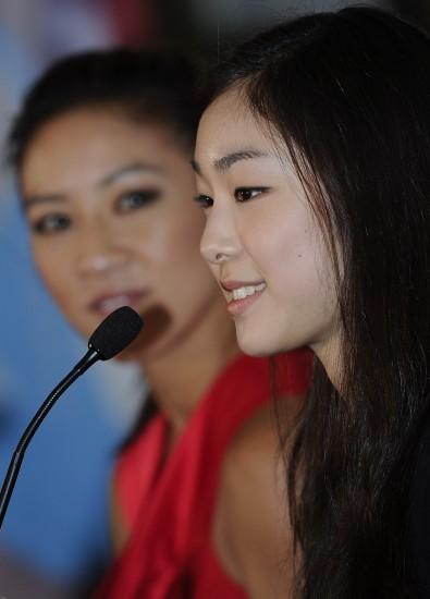 图文-关颖珊将与金妍儿联袂表演金妍儿迷人微笑
