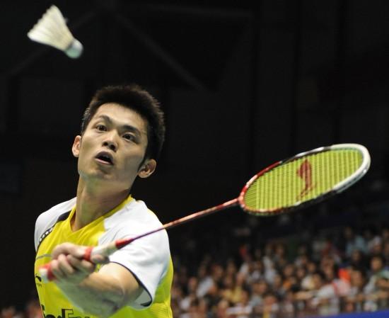 图文-中羽大师赛男单1/4决赛林丹紧盯来球不怠慢