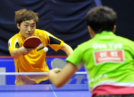 图文-女乒世界杯小组赛激战东道主选手冯天薇回球