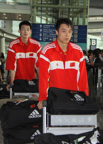 图文-中国男排结束世锦赛征程回京边洪敏和焦帅
