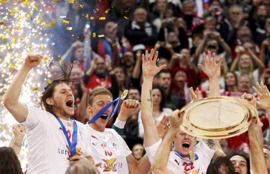 冠军-奥运欧锦赛泸州夺冠直通图文高举手球奖丹麦球节热气图片