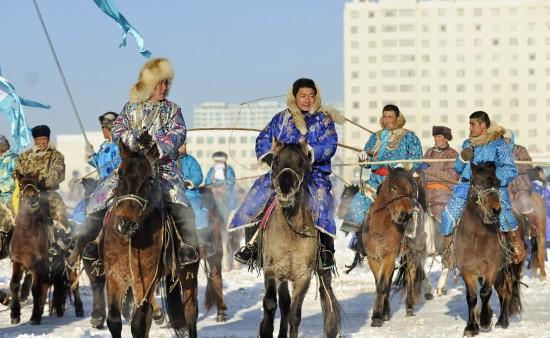 相扑-内蒙古骑马图文银色那达慕草原奔驰举行火之丸牧民70图片