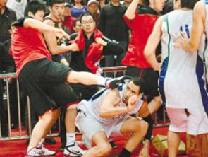 视频-男篮斗殴事件将受严惩 朱芳雨或错过亚运首战